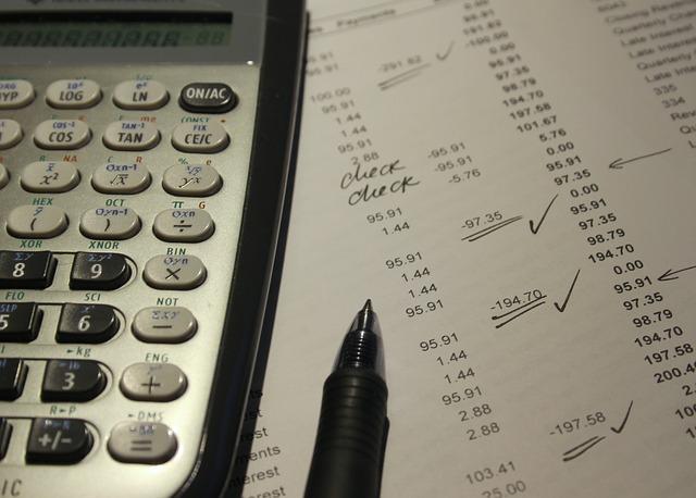 účetní doklad a tužka